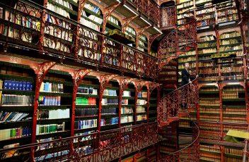 old-library-handelingenkamer-the-hague-netherlands